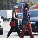 Kirsten Dunst – Seen Out for a walk with a friend in Studio City - 454 x 542