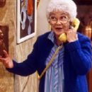 Estelle Getty - 300 x 433