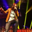 Slash featuring Myles Kennedy and the Conspirators soar in NYC