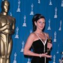Julia Roberts - Black and white Valentino dress - The 73rd Academy Awards on March 25, 2001 - 454 x 342