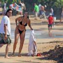 Elizabeth Berkley and Greg Lauren in Hawaii - 454 x 307