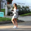 Addison Rae – In shorts arrives at a friend's house in Los Angeles - 454 x 303