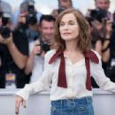 Isabelle Huppert – 'Claire's Camera' Photocall at 70th Cannes Film Festival - 454 x 303