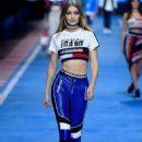 Gigi Hadid – Tommy Hilfiger Show Runway 2018 in Milan