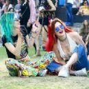 Bella and Dani Thorne – 2018 Coachella Weekend 2 in Indio - 454 x 332
