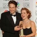 David Duchovny and Gillian Anderson At The 55th Annual Golden Globe Awards (1998) - 454 x 591