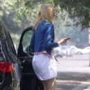 Elle Fanning – Arrives at her grandmothers house in Studio City