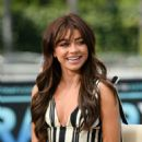 Sarah Hyland – Pictured at 'Extra' in Universal City - 454 x 681