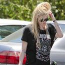 Avril Lavigne: grabs a few things from her truck in Los Feliz