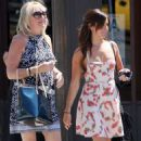 Ashley Tisdale: leaving Mo's w/ her mom (8/26/09)
