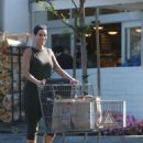Nicole Murphy – Shopping Candids at Bristol Farms In Beverly Hills - 454 x 640