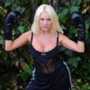 Courtney Stodden – Takes shots at her ex Doug Hutchinson punching shirt in Beverly Hills - 454 x 582