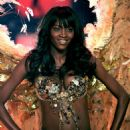 Oluchi Onweagba - Victoria's Secret Fashion Show, November 16 2006 - 454 x 679