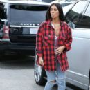 Kim Kardashian and Kanye West meet Kim's sister for lunch in Calabasas, California on January 18, 2017 - 400 x 600