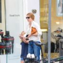 Amy Adams- October 28, 2016- Seen Out With Her Family