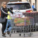 Anna Kournikova – Shopping at Costco in Miami - 454 x 303