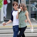 Louis Tomlinson was spotted grabbing coffee with his girlfriend Eleanor Calder today, May 30, in Toronto - 454 x 423