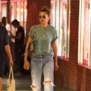 Gigi Hadid – Takes an afternoon stroll in NYC