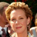 Elizabeth Perkins - Arrivals, 59 Emmy Awards, 2007-09-16