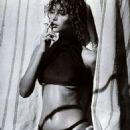 Christy Turlington - Vogue Magazine Pictorial [Germany] (July 1987) - 454 x 597