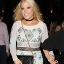Amelia Lily – Out And About In London - 454 x 648