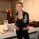 Sarah Michelle Gellar – Backstage at HARRY getting ready for an interview in NY - 454 x 713