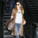 Heidi Klum is seen arriving on a flight at LAX airport in Los Angeles, California on January 23, 2017 - 418 x 600