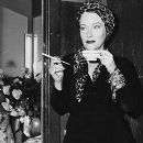 Gloria Swanson - 385 x 481