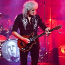 Queen & Adam Lambert live at Centre Bell on July 17, 2017 - 454 x 681