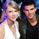 Taylor Lautner and Taylor Swift reunited at the Teen Choice Awards 2011