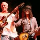Slash with Larry Carlton - 454 x 302