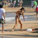 Elizabeth Berkley and Greg Lauren in Hawaii - 454 x 306