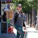 Natasha Henstridge – Shopping in Los Angeles - 454 x 637