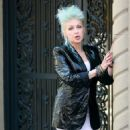 Cyndi Lauper – Filming Commercial in New York City - 454 x 851