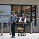 Amy Adams-May 29, 2015-Amy Adams and Darren Le Gallo Go Shopping - 454 x 325