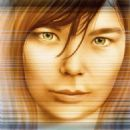 Björk - 454 x 551