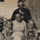 Heinrich Himmler and Margarethe Boden and daughter - 424 x 484