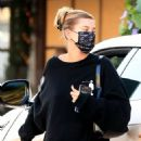 Hailey Bieber – Meeting up with Justin Bieber for lunch at Il Pastaio in Beverly Hills - 454 x 681