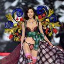 Liu Wen – 2018 Victoria's Secret Fashion Show Runway in NY - 454 x 664