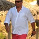 Retired Brazil legend Ronaldo Luís Nazário de Lima reveals his fuller physique as he takes a break in Ibiza - 306 x 558