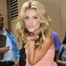 AnnaLynne McCord Leaves 'Live with Regis & Kelly'