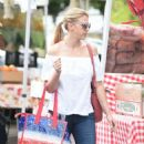 Jodie Sweetin – Shopping at Farmer's Market in Studio City - 454 x 767