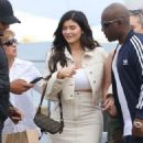 Kylie Jenner – Heads to lunch in Malibu - 454 x 814