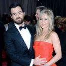 Justin Theroux and Jennifer Aniston At The 85th Annual Academy Awards (2013) - 415 x 594