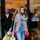 Jessica Alba goes shopping in Paris with her sister-in-law Nikki during Paris Fashion Week