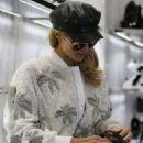 Paris Hilton – Out in Milan - 454 x 628