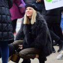 Devon Windsor – Sells Cookies for Kids with Cancer in New York - 454 x 550