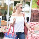 Jodie Sweetin – Shopping at Farmer's Market in Studio City - 454 x 810