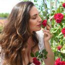 Kelly Brook – Chelsea Flower Show in London