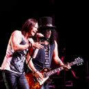 Slash ft. Myles Kennedy at The Last International @ Hamilton Place on September 21, 2015 - 454 x 484